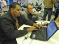 Participantes del evento trabajando en sus proyectos