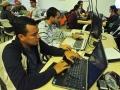 Participantes del evento trabajando en su proyecto
