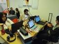 Participantes trabajando en sus proyectos