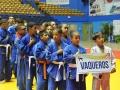 Desfile de jovenes deportistas, equipo vaquero