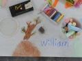 Participante del taller realizando su obra