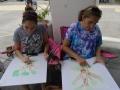 Dos de nuestros participantes dibujando sus obras