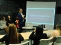 Personas escuchando charla sobre Mujer y Tecnología en Engine-4