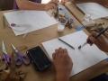 Participante creando su obra