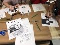 Participantes realizando sus obras