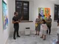 Nuestros Artista residente dando el recorrido por el museo oller a los participantes del taller