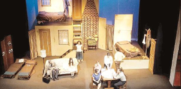 Escena de la Obra Ana Frank en el Teatro Braulio Castillo