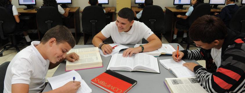 Becas para Miles de Estudiantes Sobresalientes y Atletas Destacados